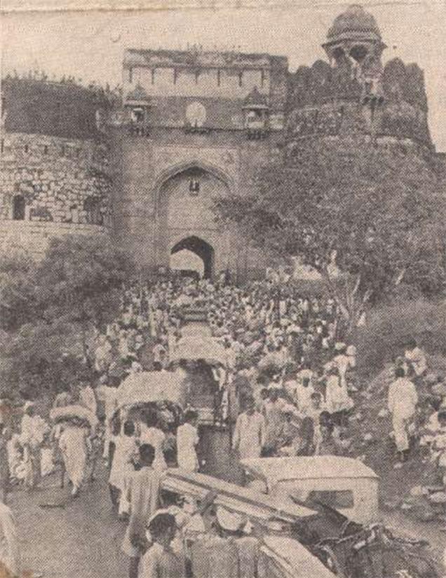 Muslims taking refuge at Purana Qila Delhi 1947
